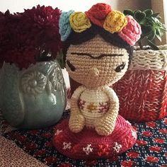 Diega as Frida #amigurumi design by los sospechosos #mydreamshelfsweeps