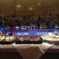 H.18.00 ed è tutto pronto per #HotelGallesFood Aperitivo. Cocktails e buffet aspettano te e e i tuoi amici, tutti i venerdì in Piazza Lima n°2, a metà di Corso Buenos Aires. Buona serata!
