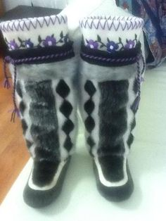 Inuit made women's sealskin kamiks by Mary Panipak These look just like ones I had! Navajo, Handmade Crafts, Handmade Items, Santa Boots, Beaded Moccasins, Seal Design, Boots And Leggings, Nativity Crafts, Cold Weather Fashion
