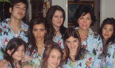 Kim Kardashian and family rock matching festive pajamas in adorable throwback from Christmas Eve 2006 Kendall Jenner, Kris Jenner, Kylie Jenner Baby, Kylie Jenner Photos, Bruce Jenner, Kylie Jenner Outfits, Kourtney Kardashian, Familia Kardashian, Kim And Kourtney