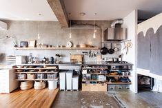 リノベーション事例:スタンダードを紡いでいく│エコデコ(EcoDeco) Kitchen Nook, Home Decor Kitchen, Home Kitchens, Rustic Kitchen Design, Interior Design Kitchen, Stainless Kitchen, Japanese Kitchen, Kitchen Cabinet Styles, Kitchen Remodel