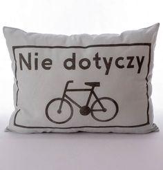 """Poduszka rowerzysty """" Nie dotyczy"""" – kolor brudna mięta. Wymiary: ok 38x50cm. Ręcznie wykonane. Materiał: 100% bawełna."""