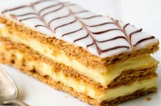 Mille-feuille recipe like at the bakery - Trend Napoleon Cake Recipe 2020 Brownie Recipes, Cake Recipes, Dessert Recipes, Millefeuille Rezept, Moroccan Pastries, Napoleon Cake, Napoleon Pastry, French Dishes, Puff Pastry Recipes