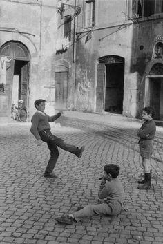 Noi che.........giocavamo nelle strade, perchè non passavano macchine:-):-):-)