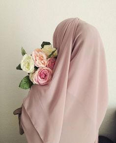 Sources of Islam - Path to Happiness Hijab Mode, Hijab Niqab, Muslim Hijab, Hijab Chic, Muslim Dress, Beautiful Muslim Women, Beautiful Hijab, Hijabi Girl, Girl Hijab