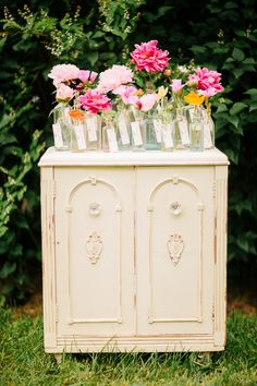 garden wedding escort card display http://www.weddingchicks.com/2013/10/18/colorful-garden-wedding-ideas-2/