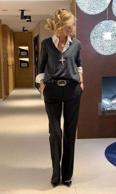 Wear to Work Outfit Ideas. Womens Casual Office Fashion ideas and dresses. Womens Work Clothes Trending in 34 Outfit ideas. Summer Work Outfits, Casual Work Outfits, Office Outfits, Work Attire, Mode Outfits, Classy Outfits, Chic Outfits, Fashion Outfits, Office Attire