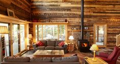 Rustic cabin style decorate living room end dma homes 58683 country cabin living room ideas Log Cabin Living, Log Cabin Homes, Cozy Living Rooms, Log Cabins, Sitting Rooms, Barn Homes, Cottage Living, Rustic Cabin Decor, Rustic Cottage