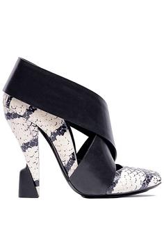 Balenciaga S/S 2012 interesting heel detail...I ❤ these!