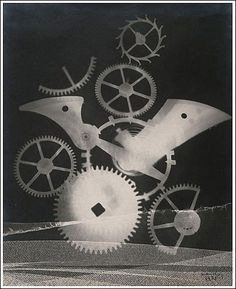 This is a photographic image made without a camera by placing objects directly onto the surface of a light-sensitive material such as photographic paper and then exposing it to light. Man Ray uses this technic in his exploration of rayographs. Marcel Duchamp, Alfred Stieglitz, Max Ernst, Lee Miller, Man Ray Photograms, Man Ray Photographie, Man Ray Photos, Hans Richter, Hans Arp