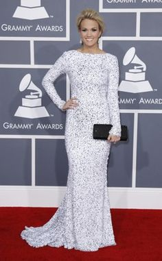 Carrie Underwood at the 2012 Grammys - does she look delightful, or does she look like a doily?