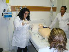 A Jéssica Gimenez enviou fotos das aulas no Laboratório de Enfermagem.