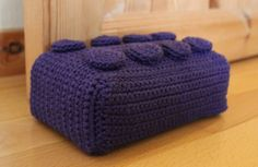 Crochet Lego Block Need to translate Crochet Lego, Crochet Home, Crochet For Kids, Crochet Yarn, Crochet Ideas, Crochet Patterns, Lego Blocks, Crochet Animals, Awesome Things