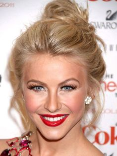 Julianne Hough's messy bun is a good hairstyle choice for disguising hair loss: http://beautyeditor.ca/2014/04/21/hair-pulling-tips/