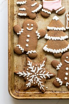 Perfect gingerbread cookies that are full of flavor and spices. Decorate them with royal icing for a perfectly, sweetened cookie.  #GingerbreadCookies #Gingerbread #Cookies #ChristmasCookies #Recipes Peanut Butter Blossom Cookies, Ginger Cookies, Yummy Cookies, Sugar Cookies, Christmas Snacks, Christmas Cocktails, Christmas Brunch, Christmas Cookies, Gingerbread Man Cookie Recipe