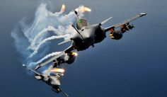 A day after he flew a Rafale fighter jet in France, Chief of Air Staff BS Dhanoa on Wednesday said he was impressed with the superior Military Jets, Military Life, Military Aircraft, Military Weapons, Military History, Airplane Fighter, Fighter Aircraft, Fighter Jets, Rafale Dassault
