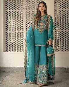 Pakistani Fancy Dresses, Beautiful Pakistani Dresses, Pakistani Fashion Party Wear, Pakistani Wedding Outfits, Indian Fashion Dresses, Pakistani Dress Design, Bridal Outfits, Pakistani Clothing, Beautiful Saree
