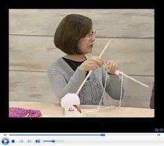 Veja como criar esta linda gola capuz de tricô com este tutorial! Algo simples e muito legal de fazer, principalmente para quem quer aprender crochê.