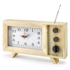Door de antenne en de decoratieve knopjes doet deze retro klok denken aan een een oude televisie. De houten behuizing zorgt ervoor dat de klok passend is in verschillende interieurstijlen. Verkrijgbaar bij REAS WoonDeco in Hoogeveen. Clock, Wall, Home Decor, Creativity, Watch, Decoration Home, Room Decor, Clocks, Walls