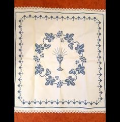 Weihkorbdecke handbestickt made by mama viola via DaWanda.com Roots, Christ, Etsy, Diy And Crafts, Hardanger Embroidery, Jesus Christ, Blanket, Punto De Cruz, Hearts