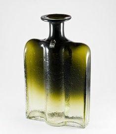 "NANNY STILL - Decorative glass bottle ""Railo"" 1721 designed in 1973 for Riihimäen Lasi Oy, in production Finland. Glass Design, Design Art, Glass Bottles, Perfume Bottles, Lassi, Decorative Glass, Pottery Vase, Finland, Whiskey Bottle"