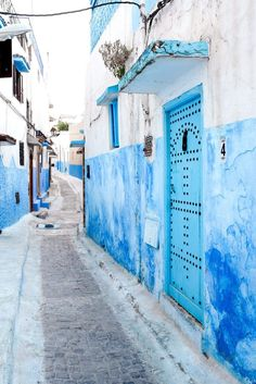 Get Rid of the Monday Blues w/ These Blue Home Decor Ideas Light Blue Aesthetic, Blue Aesthetic Pastel, Aesthetic Colors, Aesthetic Pictures, Aesthetic Style, Aesthetic Photo, Blue Feeds, Vintage Wallpaper, Everything Is Blue