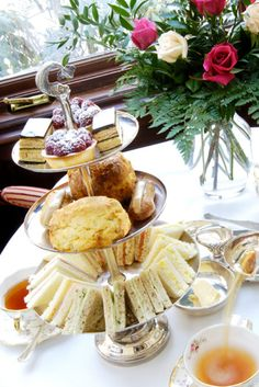 Afternoon Tea with High Tea Sandwiches English Afternoon Tea, Afternoon Tea Recipes, Afternoon Tea Parties, Afternoon Wedding, English Tea Time, Brunch, Sandwich Croque Monsieur, Tea And Crumpets, Snacks Für Party