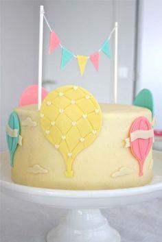 Le magnifique gâteau montgolfière. Une Baby Shower de rêve à Lausanne ©Nicola Pravato