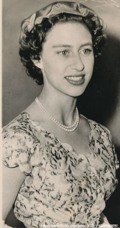 DATE:July 23 1953 D:Princess Margaret smiles as she boards the vessel Welington in London to view floral display aboard the ship /original photo Princesa Margaret, Peter Townsend, Young Queen Elizabeth, Margaret Rose, Royal Crowns, King George, British Royals, Kate Middleton, Fashion Ideas