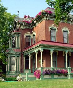 One of the beautiful homes in Quincy, Illinois   http://www.gredf.org/wp-content/gallery/quincy-adams-county-il-architecture/5243780295_b7928860ed_b.jpg