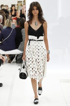 Tod's Spring 2016 Ready-to-Wear Collection Photos - Vogue