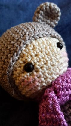 2 steekjes samen gehaakt: Patroon van Emmie de regenboog beer