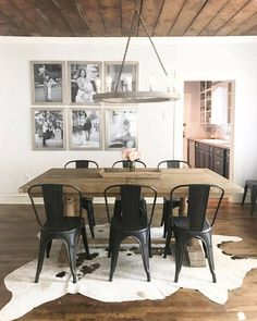 Kitchen decor. Light and natural woods. Metal chairs in black ...