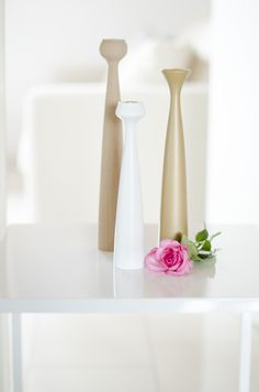 Scandinavian Interior Home Table Candlestick Applicata Decoration White Flower Cata, Marimekko, Nordic Style, Scandinavian Interior, Candlesticks, White Flowers, Pallet Swings, Home Accessories, Candle Holders