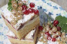 Paulas Frauchen: Streusel‑Cheesecake‑Blondie mit leckeren Sommerbeeren