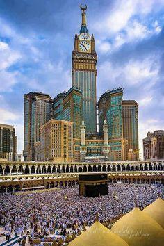 Kaaba Masjid Al-Haram & Zam-zam Clock Tower, Makkah (Mecca, Saudi Arabia) Mecca Masjid, Masjid Al Haram, Mecca Wallpaper, Islamic Wallpaper, Islamic Images, Islamic Pictures, Beautiful Mosques, Beautiful Places, Amazing Places