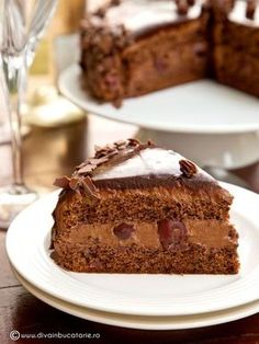 The best Chocolate Cake with Cherries (in Romanian) Easy Sweets, Sweets Recipes, Fun Desserts, Cake Recipes, Chocolate Cherry Cake, Chocolate Torte, Peach Yogurt Cake, Romanian Desserts, Something Sweet