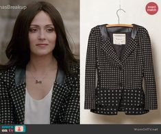 April's black printed jacket with leather collar on Chasing Life.  Outfit Details: http://wornontv.net/44297/ #ChasingLife