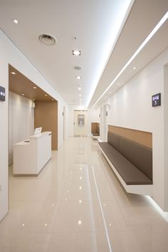 Floor color and brown side works Medical Office Interior, Dental Office Decor, Medical Office Design, Healthcare Design, Clinic Interior Design, Clinic Design, Health Design, Waiting Room Design, Hospital Architecture