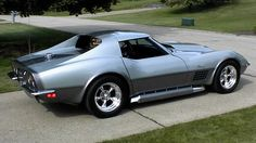 1970 Corvette. This is one of my favorite vette body styles. Love the bulging hood