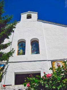 Ermita de Trevélez Cabin, House Styles, Home Decor, Decoration Home, Room Decor, Cabins, Cottage, Home Interior Design, Wooden Houses