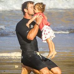 Chris Hemsworth Does Beach Yoga With Daughter India and Gives Her a Big Kiss?See Elsa Pataky's Cute Pics!