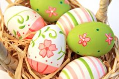 Risultati immagini painted with easter eggs flowers Fete Pascal, Easter Paintings, Easy Easter Crafts, Easter Ideas, Diy Ostern, Egg Decorating, Easter Baskets, Happy Easter, Easter Eggs