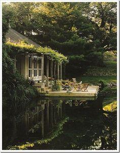 Lush greenery palette. Cantilevered deck. #boatonlakebackyards