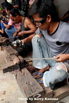 1 Desa Pembuat Keris Tradisional, Mahakarya Indonesia   KASKUS Indonesian Art, Javanese, Weapons, Indie, The Incredibles, Sword, Angels, Traditional, Antique