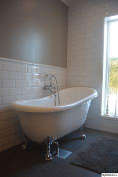Bad Inspiration, Bathroom Inspiration, Keitel Haus, Bathtub Sizes, Baths Interior, Laundry Decor, Victorian Bathroom, Clawfoot Bathtub, Rustic Chic