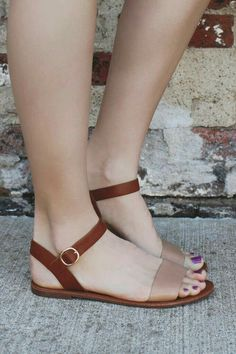 Sandals Summer Toe and Ankle Strap Two Tone Flat Sandals - There is nothing more comfortable and cool to wear on your feet during the heat season than some flat sandals. Pretty Shoes, Beautiful Shoes, Cute Shoes, Me Too Shoes, Shoe Boots, Shoes Sandals, Flat Sandals Outfit, Strappy Sandals, Tan Flats