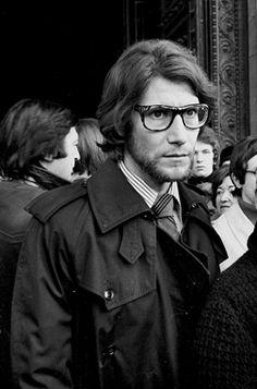 * Yves Saint Laurent (1936-2008) aux obsèques de Coco Chanel Paris, église de la Madeleine, 1971. photo Jacques Cuinières