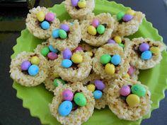 The Classy College Cookbook: Rice Krispie Treat Nests! Easter Snacks, Easter Treats, Easter Recipes, Dessert Recipes, Desserts, Dessert Ideas, Holiday Snacks, Holiday Recipes, Cute Snacks