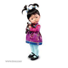Кукла - ребенок Цветение - Интернет магазин Коллекционные куклы СиДоллс / CDolls.ru Дизайнер: Дианна Эффнер / Dianna Effner  Материал: твердая резина /смола (на ощупь как фарфор)  Цвет волос: брюнетка  Цвет глаз: голубые  Высота куклы: 15,2 см  Тело: Неподвижное  В комплекте: кукла с аутфитом, подставка, сертификат подлинности.  Упаковка: коробка из пенопласта.  Оригинальное название: Blossom Baby